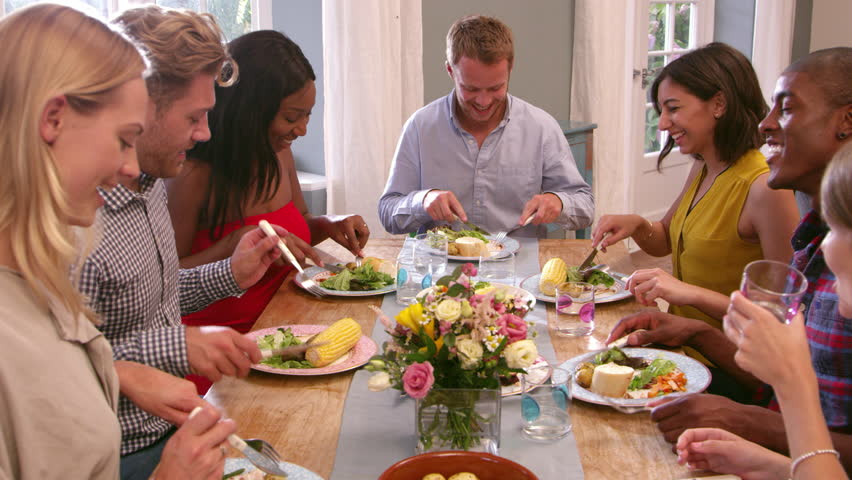 4 Tips for Catering for a Big Crowd at Home